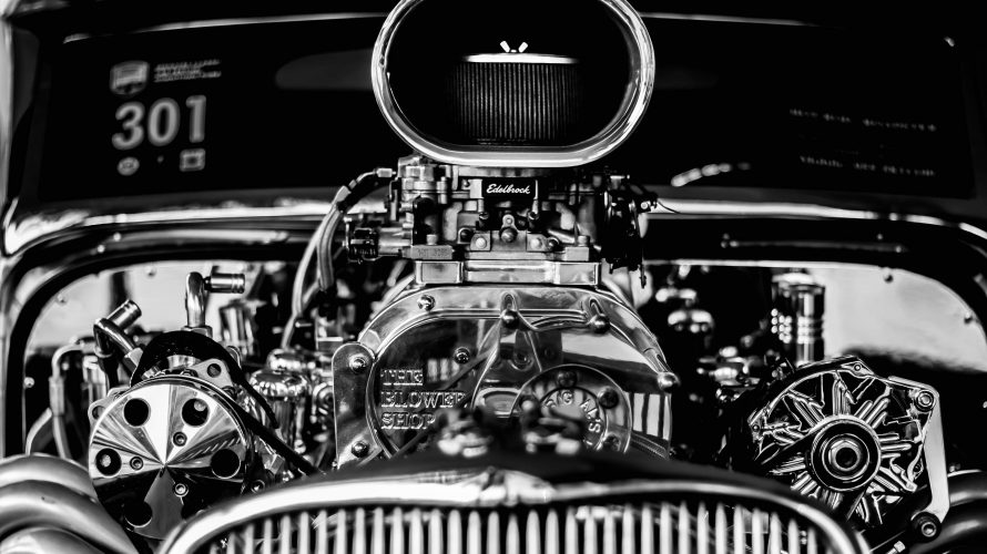 期間工のエンジン組み立て